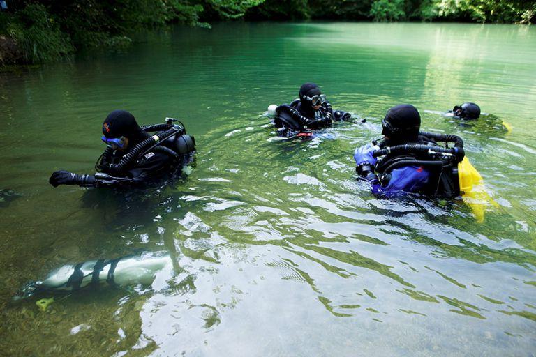 Plongeurs au gouffre de Saint Sauveur (Calès)